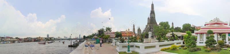 Panoramisch beeld die van Bangkok Wat Arun, Tempel tonen van Dawn stock afbeelding