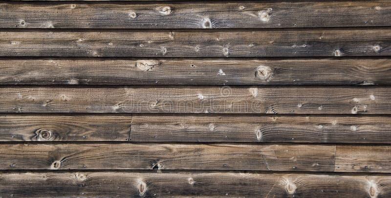Panoramisch beeld van Oude doorstane geweven houten muur achtergrondschuurmuur stock afbeeldingen