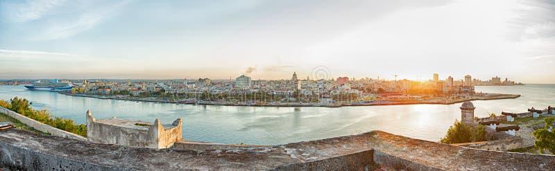 Panoramisch landschap van Havana in het zonsonderganglicht stock afbeelding