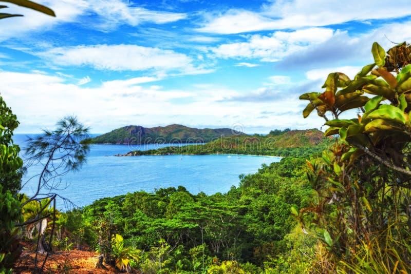 Panoramisch overzicht aan paradijsstrand anse lazio, praslin, seychell royalty-vrije stock foto
