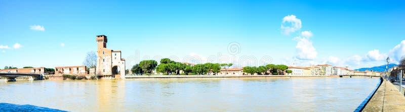 Panoramisch Pisa, lungarnos royalty-vrije stock afbeeldingen