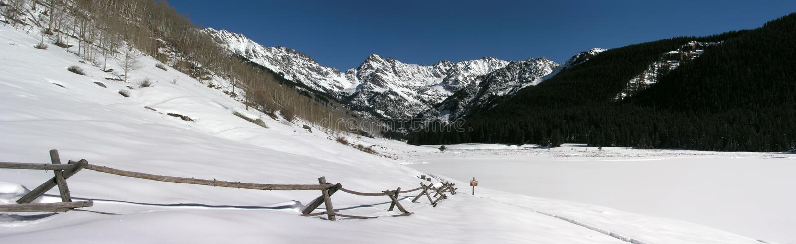 Panoramisch Rocky Mountain Snow Covered Scenic royalty-vrije stock fotografie