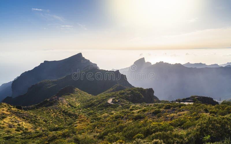 Panoramisch satellietbeeld over Masca-dorp, de meest bezochte toeristische attractie van Tenerife stock foto's