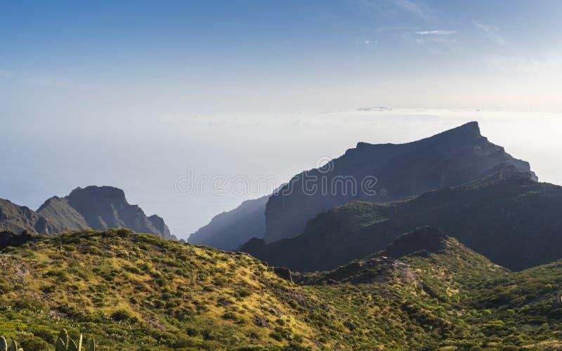Panoramisch satellietbeeld over Masca-dorp, de meest bezochte toeristische attractie van Tenerife stock foto