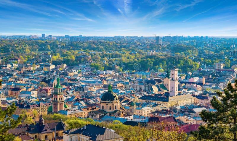 Panoramisch satellietbeeld van kleurrijke huizen in historisch oud district van Lviv, de Oekraïne royalty-vrije stock afbeeldingen