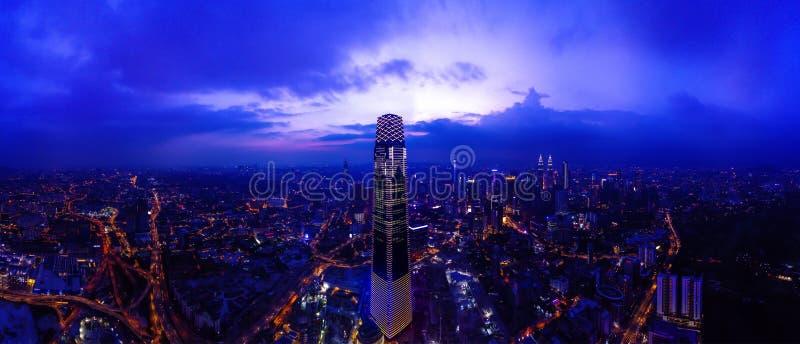 Panoramisch Satellietbeeld van Kuala Lumpur-cityscape tijdens Zonsondergang royalty-vrije stock fotografie
