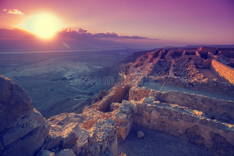 Panoramisch satellietbeeld van Masada bij zonsopgang stock afbeelding