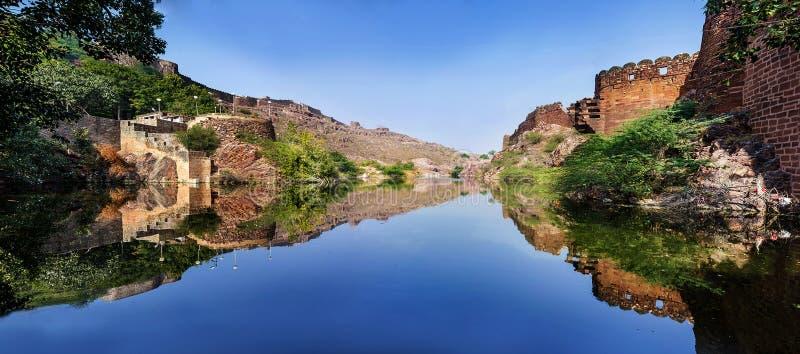 Panoramisch schot van Ranisar-meer stock afbeelding