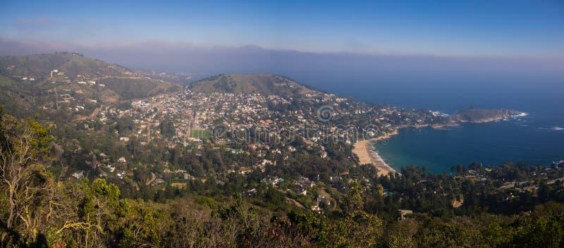 Panoramisch van de kuststad van Zapallar in Chili royalty-vrije stock afbeeldingen