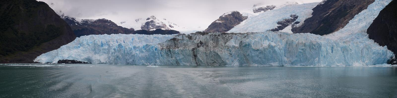 Panoramisch van de Spegazzini-gletsjer in Argentinië stock foto's