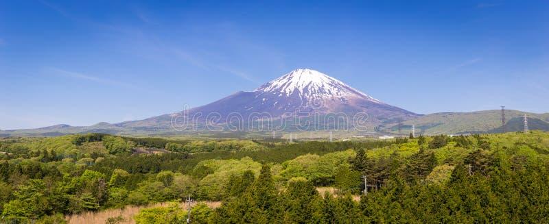 Panoramisch van fujiberg met blauwe hemel is de achtergrond oriëntatiepunt of symbool voor Japan stock afbeelding
