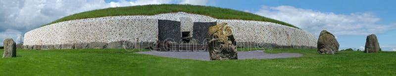 Panoramisch van Newgrange stock afbeeldingen