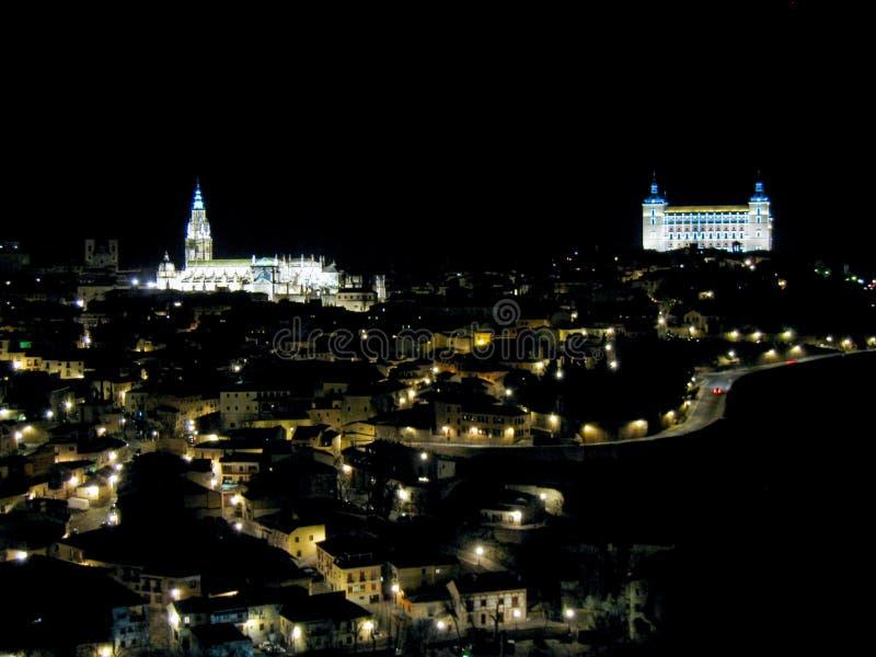 panoramisch van Toledo bij nacht met stock afbeelding