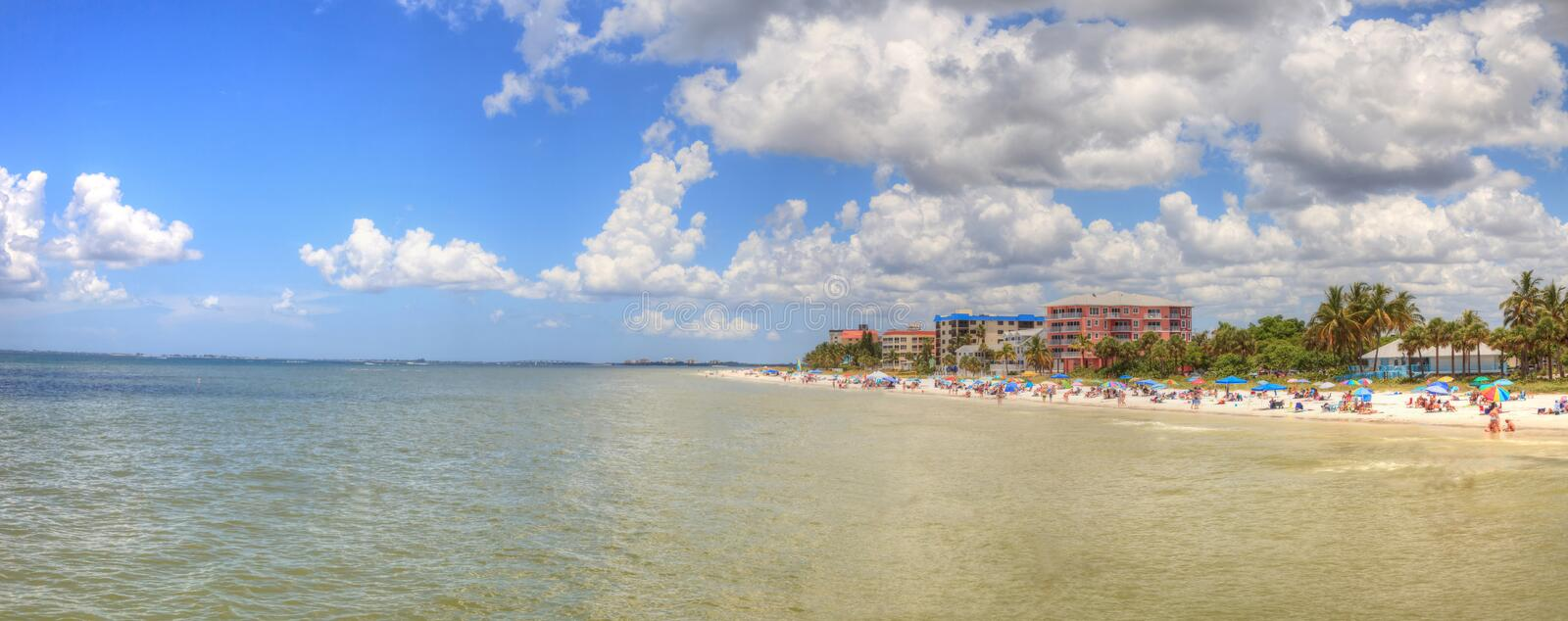 Panoramisch vom Fort Myers Beach in Fort Myers stockfotografie