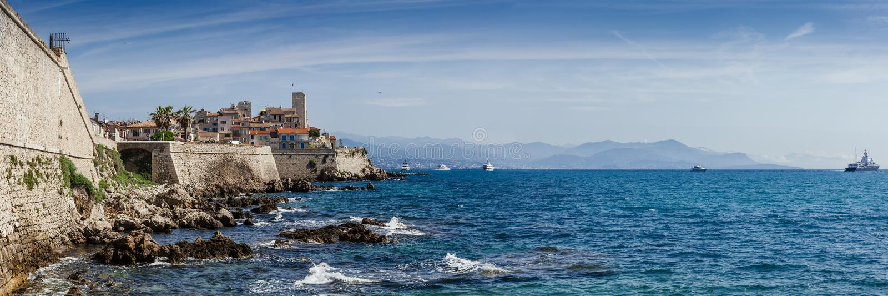 Panoramisch von Antibes auf dem französischen Riviera lizenzfreies stockbild