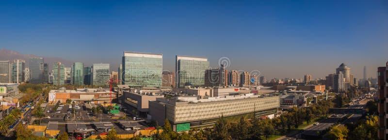 Panoramisch von Santiago de Chile in den las Condes, Ansicht von Parque Arauco stockfotos