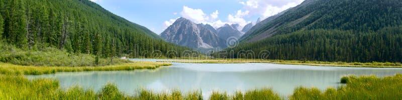 Panoramische Ansicht der Berge lizenzfreies stockfoto