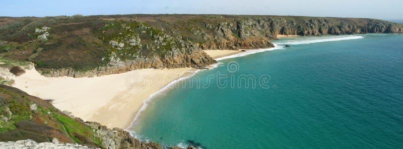 Panoramische Ansicht des Porthcurno Strandes, Cornwall Großbritannien. stockfotografie