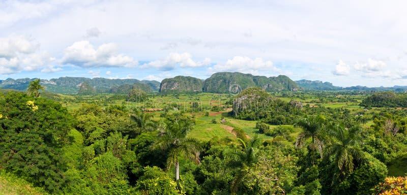 Panoramische Ansicht des Vinales Tales in Kuba lizenzfreie stockfotografie