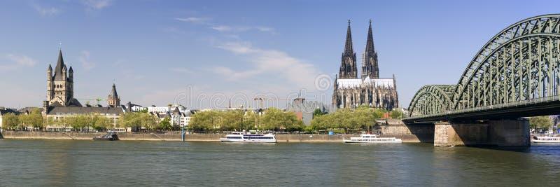 Panoramische Ansicht von Cologne Xlarge lizenzfreie stockbilder
