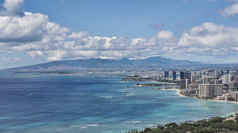 Panoramische Aussichten von Diamond Head-Standpunkt in Richtung zu Waikiki setzen, Honolulu, Oahu-Insel, Hawaii, USA auf den Stra lizenzfreie stockbilder