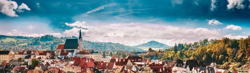 Panoramische cityscape Cesky Krumlov, Tsjechische republiek royalty-vrije stock foto's