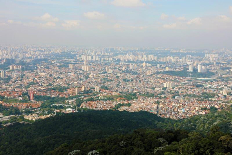 Panoramische cityscape horizon van Groter Sao Paulo, groot metropolitaan gebied dat in de staat van Sao Paulo in Brazilië wordt g stock fotografie