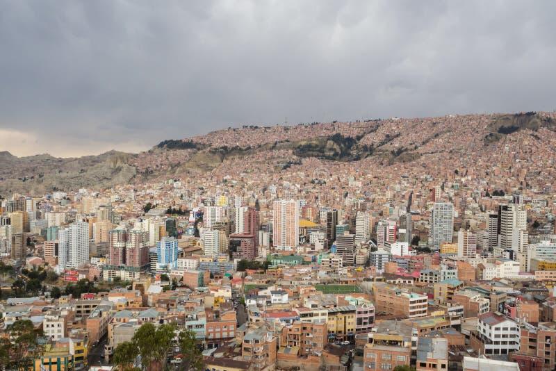 Panoramische cityscape in La Paz in Bolivië stock afbeeldingen