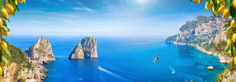 Panoramische collage met aantrekkelijkheden van Capri-Eiland, Italië royalty-vrije stock afbeeldingen