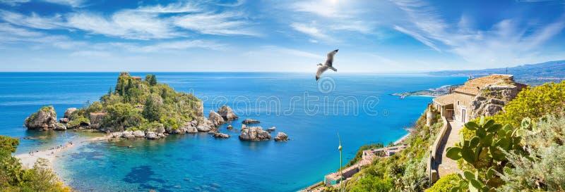 Panoramische collage met Isola Bella, klein eiland dichtbij Taormina en Kerk van Madonnadella Rocca, Sicilië, Italië stock foto