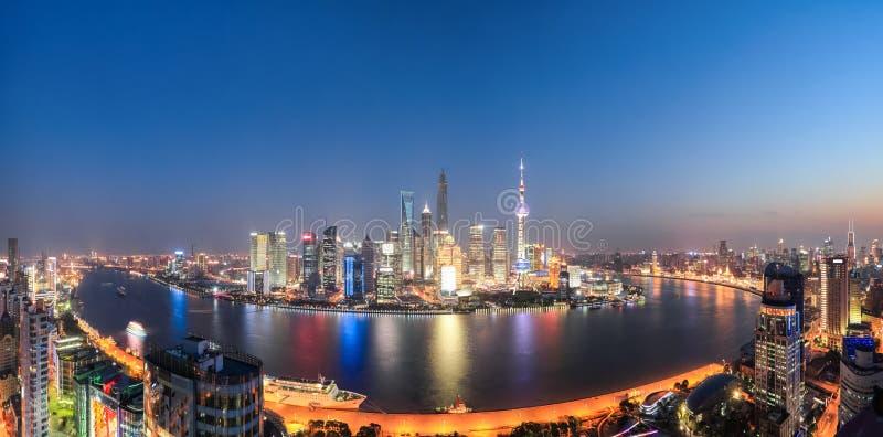 Panoramische de nachtmening van Shanghai stock fotografie