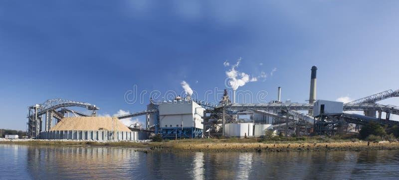Panoramische de papierfabriek van Riverfront royalty-vrije stock afbeeldingen