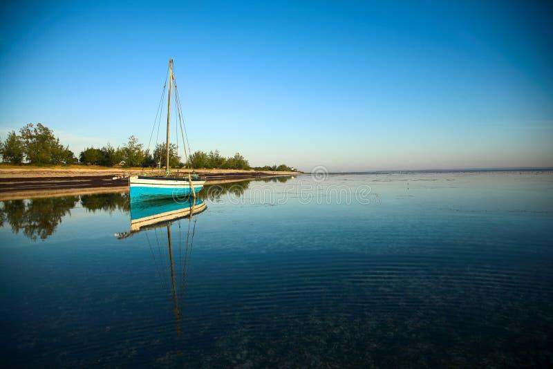 Panoramische dhow en oceaan stock afbeeldingen