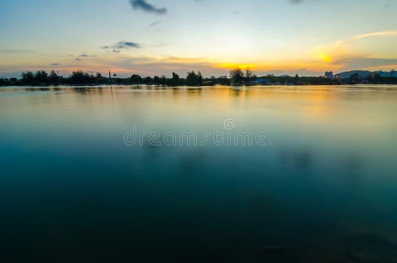 Panoramische dramatische zonsonderganghemel royalty-vrije stock foto's