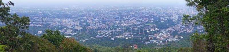 Panoramische, hohe Ansicht der Stadt in Chiang Mai, Thailand lizenzfreies stockfoto