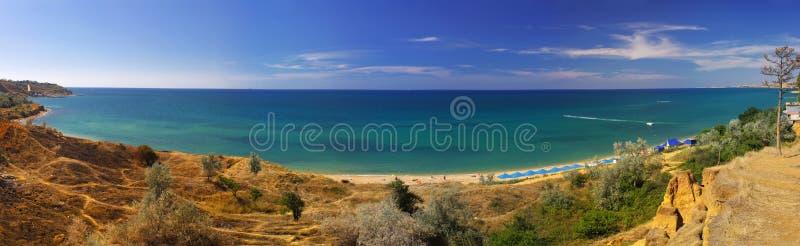 Panoramische Landschaft der Krimseeküste stockbild