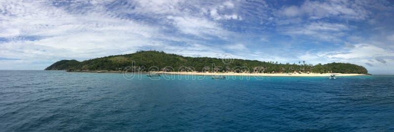 Panoramische Landschafts- und Meerblickansicht von Waya-Insel Fidschi lizenzfreie stockfotos