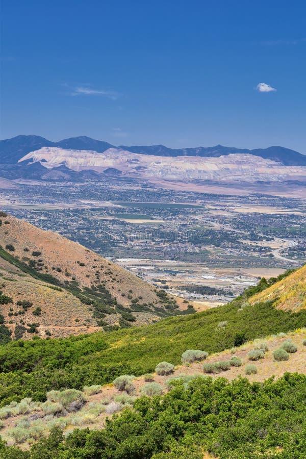 Panoramische Landschaftsansicht von Wasatch Front Rocky und von Oquirrh-Bergen, Rio Tinto Bingham Copper Mine, Great- Salt Laketa stockbilder