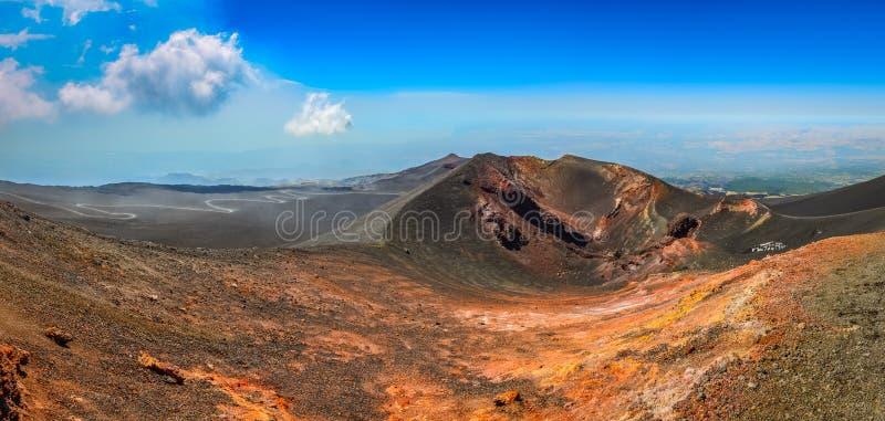 Panoramische landschapsmening van de vulkaan van Etna, Sicilië stock afbeeldingen
