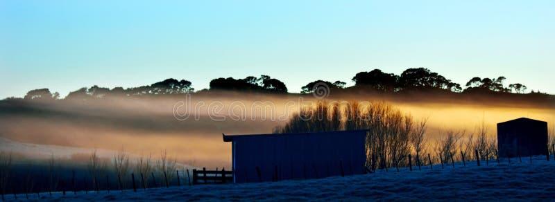 Panoramische landschapsmening van een koude ijzige de winterochtend royalty-vrije stock foto