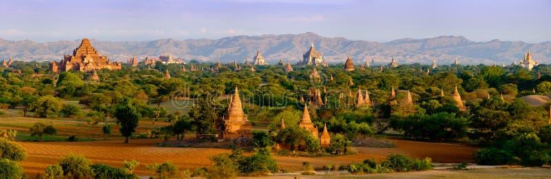 Panoramische landschapsmening van oude tempels in Bagan, Myanmar stock foto