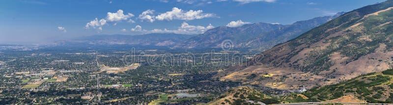 Panoramische Landschapsmening van Wasatch Front Rocky en Oquirrh-Bergen, Rio Tinto Bingham Copper Mine, de Vallei van Great Salt  royalty-vrije stock foto