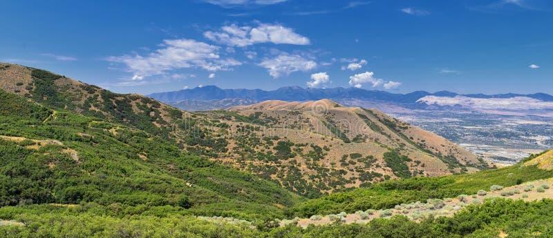 Panoramische Landschapsmening van Wasatch Front Rocky en Oquirrh-Bergen, Rio Tinto Bingham Copper Mine, de Vallei van Great Salt  royalty-vrije stock afbeeldingen