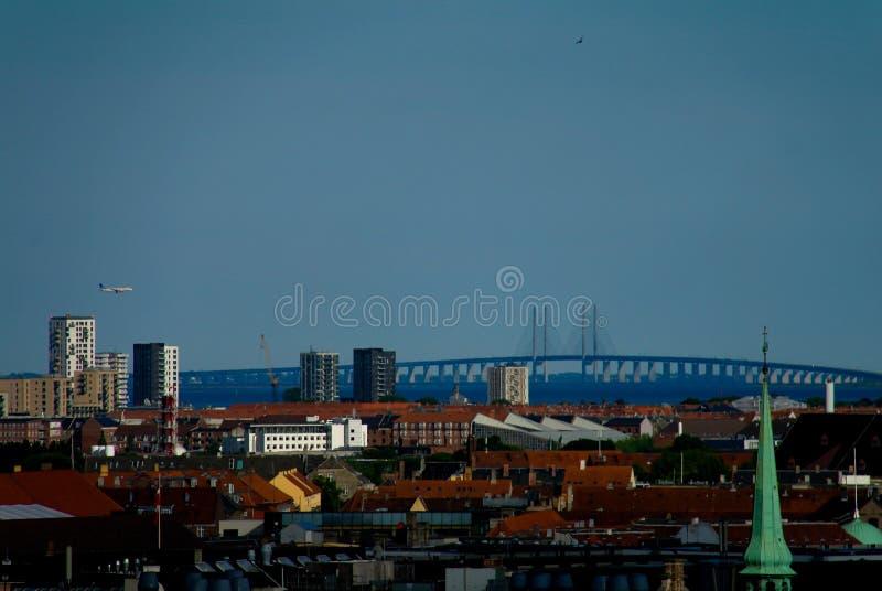 Panoramische luchtcityscape van de stad van Kopenhagen en Oresund-Brug, Denemarken royalty-vrije stock afbeeldingen