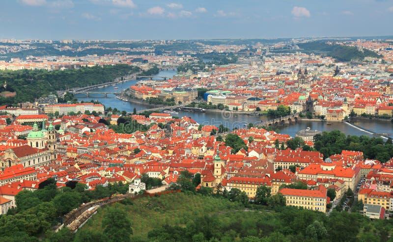 Panoramische luchtmening van de brug van Charle ` s en Oude stad in Praag, royalty-vrije stock foto