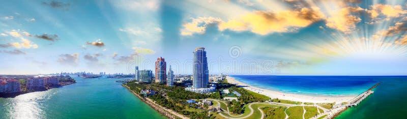 Panoramische luchtmening van het Strand van Zuidenpointe in Miami stock afbeelding