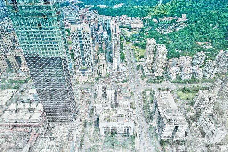 Panoramische moderne cityscape de bouwmening van Taipeh, Taiwan Illustratie van de mengelings de hand getrokken schets stock fotografie