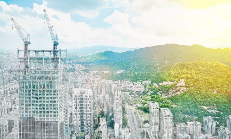 Panoramische moderne cityscape de bouwmening van Taipeh, Taiwan Illustratie van de mengelings de hand getrokken schets stock afbeelding