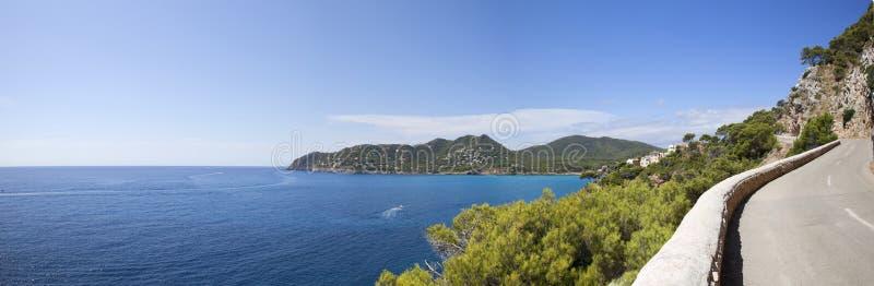 Panoramische overzees wiew met weg royalty-vrije stock fotografie