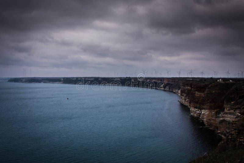 Panoramische overzeese mening over kaap Kaliakra in Bulgaarse kust royalty-vrije stock foto
